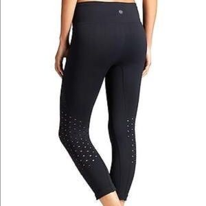 Athleta Seamless Mesh Power Though Capri Black